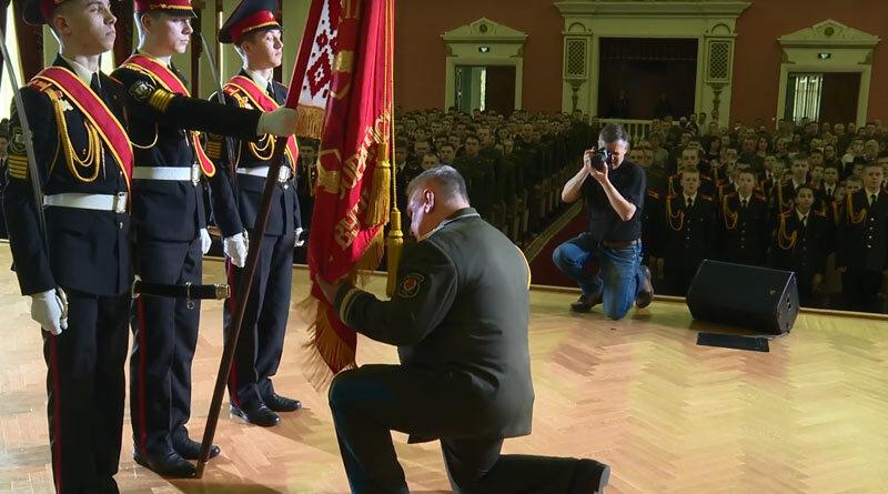 Генерал Науменко простился со Знаменем СВУ